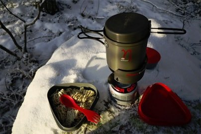 Backpacking canister stove with pot