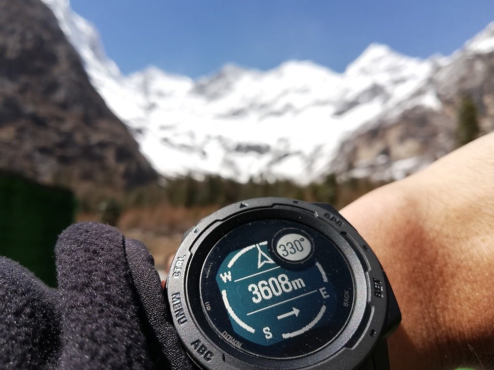 GPS watch or altimeter dedicated to the mountain